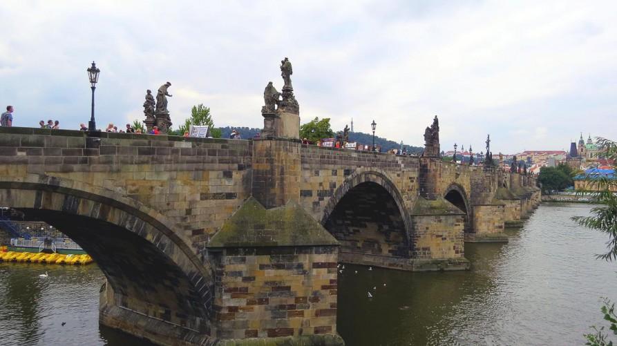 die Karlsbrücke in Prag
