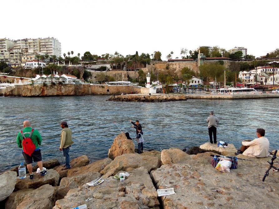 Angler am historischen Hafen, Antalya