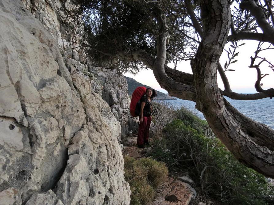 schmaler Pfad zwischen schroffem Fels und Mittelmeer, der Lykische Weg, Türkei