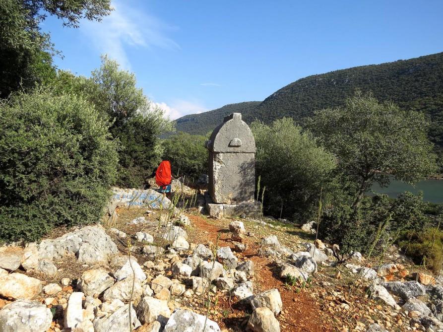 lykisches Steingrab auf dem Wanderweg, der Lykische Weg, Türkei