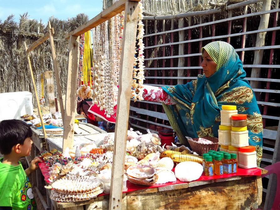 Souvenirmarkt auf Hengam