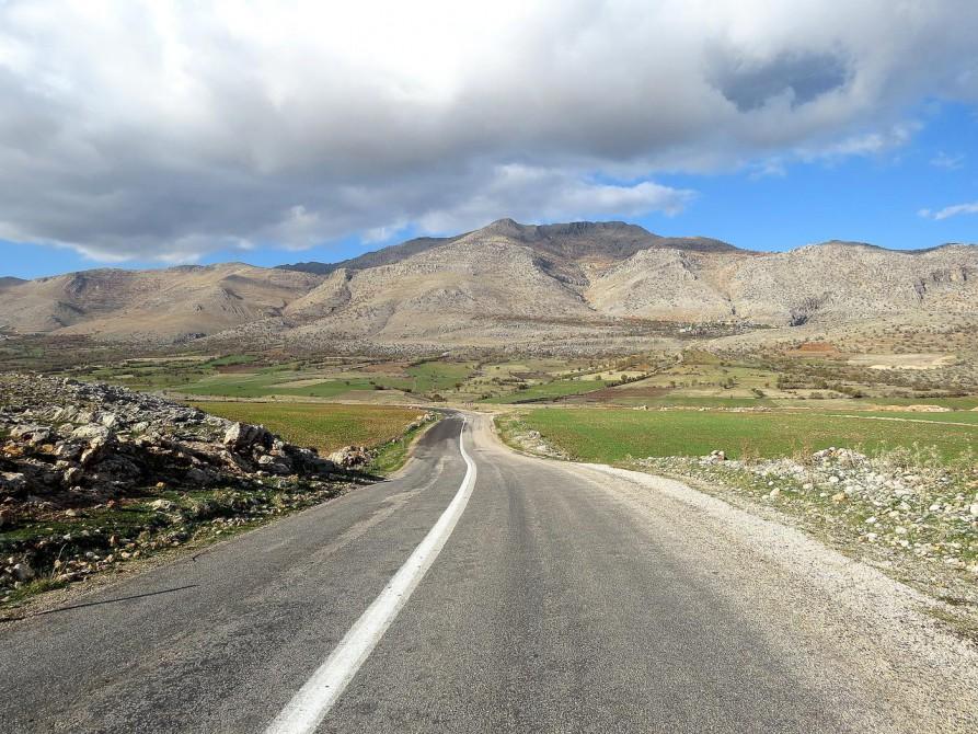 einsame Straße zum Mount Nemrut