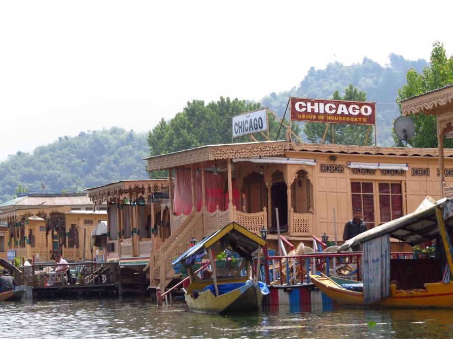 "Hausboot ""Chicago"" auf dem Dal See"