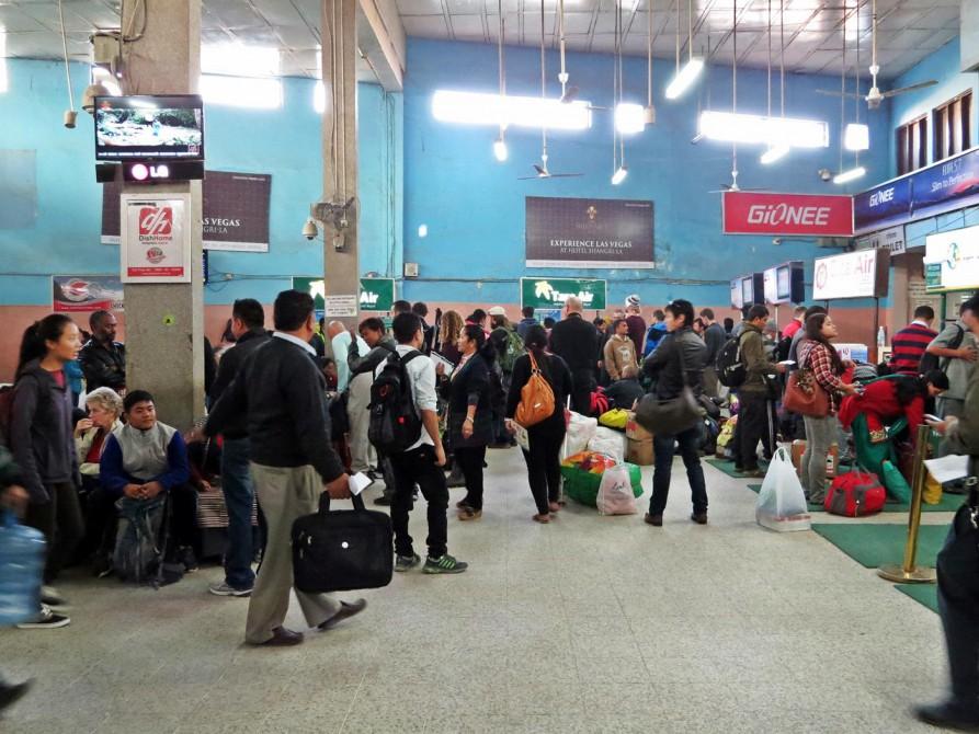 Wartehalle des Inlandsflughafens in Kathmandu
