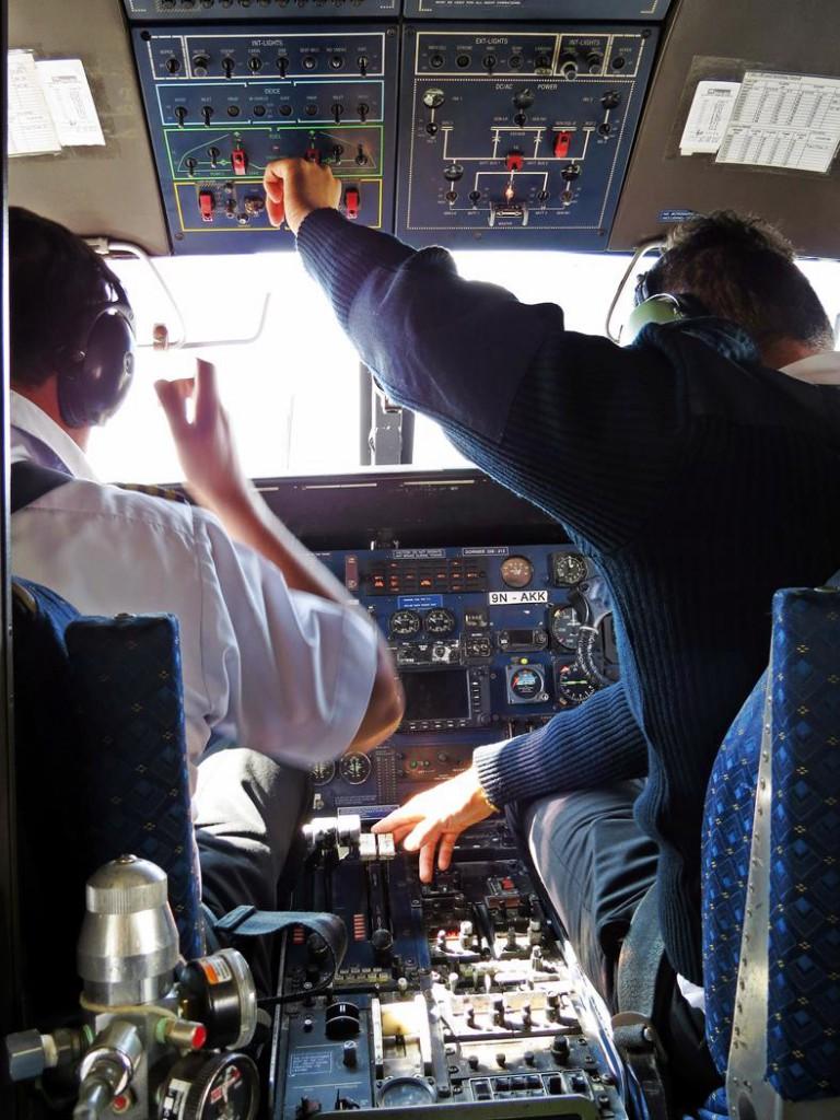 Cockpit der Dornier, Tenzing-Hillary-Flughafen