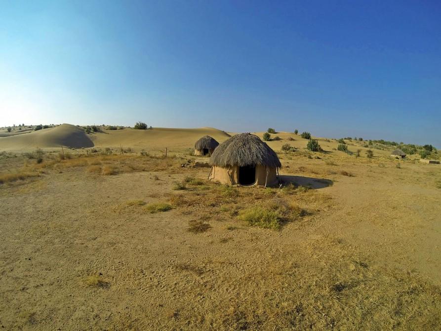 traditionelle Hütten in der Wüste Thar, Rajasthan