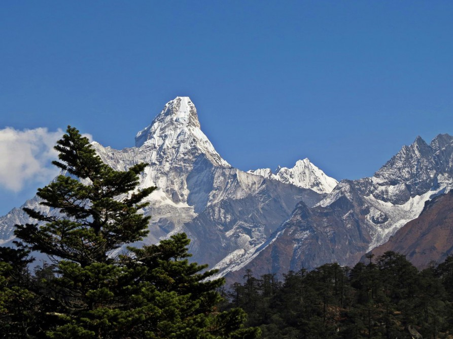 Ama Dablam, Everest Base Camp Trek