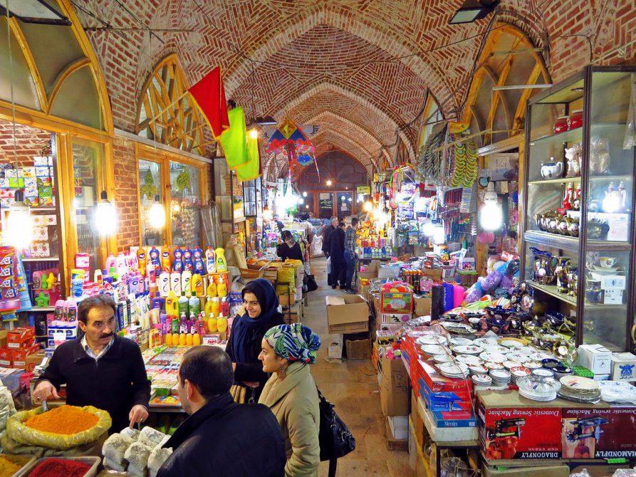Markt für Gewürze und Küchenutensilien in Ardabil