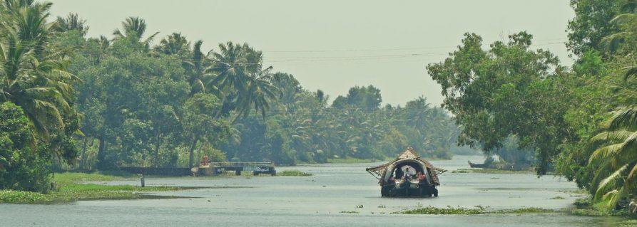 Mit dem Hausboot durch die Backwaters von Kerala