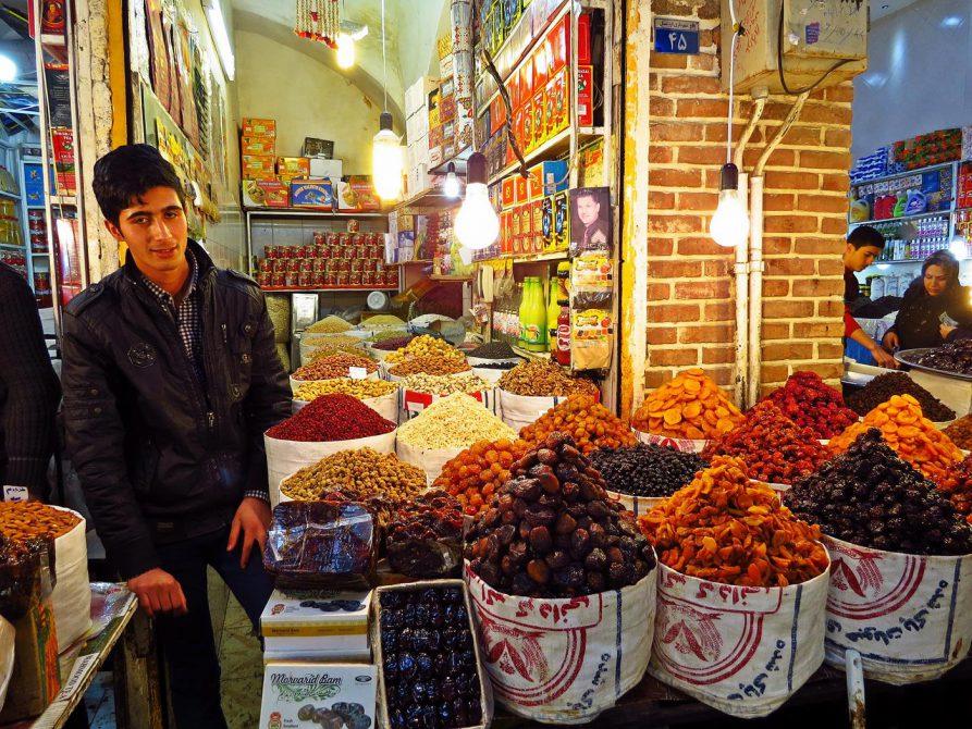 Trockenobst auf dem Markt in Ardabil
