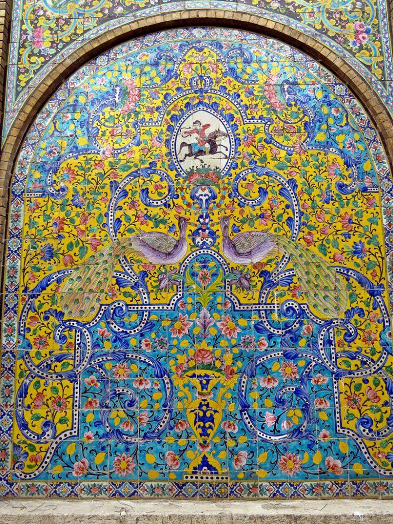 Blumen- und Rankendesign im Golestan Palast