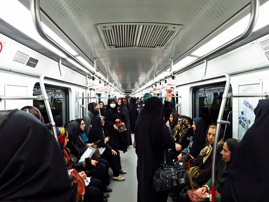 Frauenwagon in der U-Bahn in Teheran