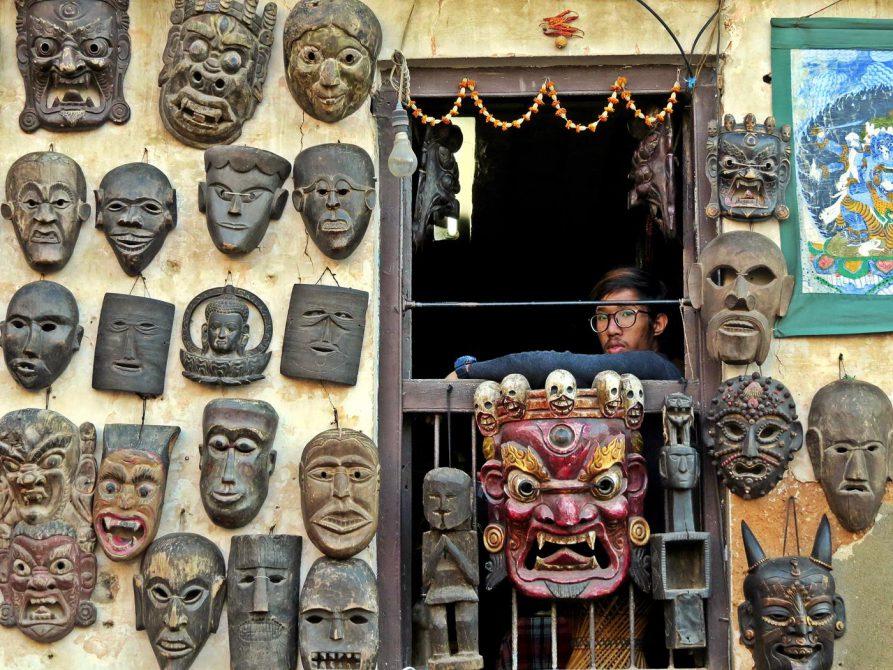 Holzmasken am Fenster, Kathmandu