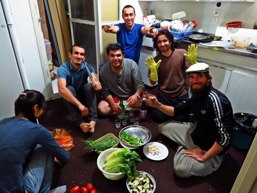 kochen mit Freunden in Schiras
