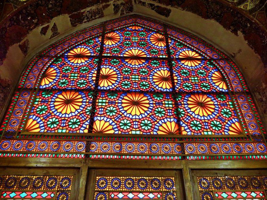 Fenstermosaik im Arg-e Karim Khan, Schiras, Iran