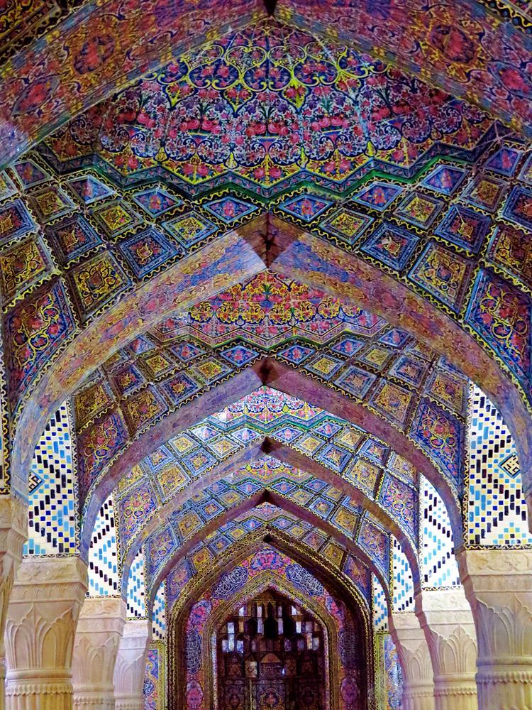 Gebetshalle der Nasir-al-Molk Moschee, auch bekannt als die pinke Moschee, Schiras, Iran