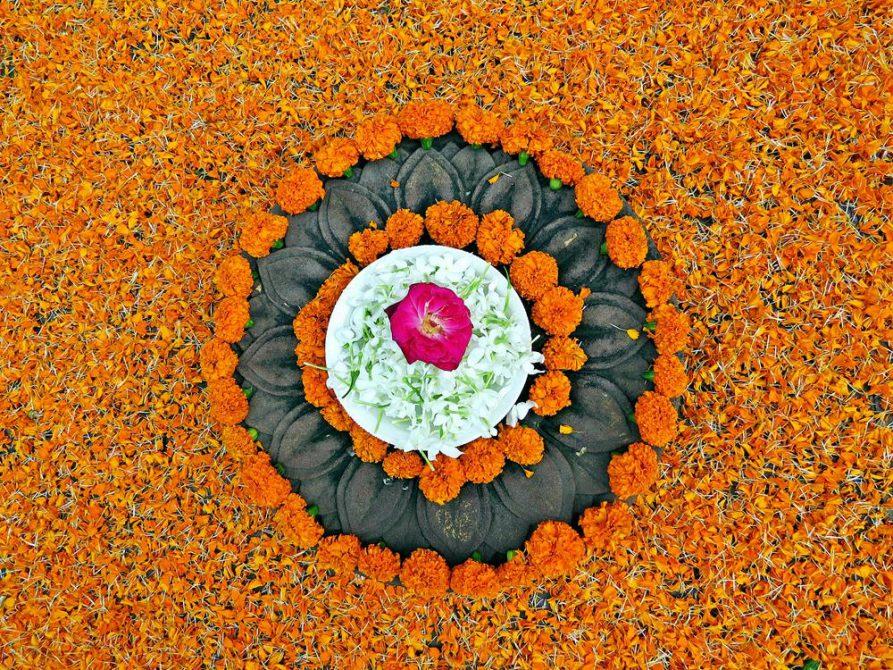 Blumenopfer, Indien