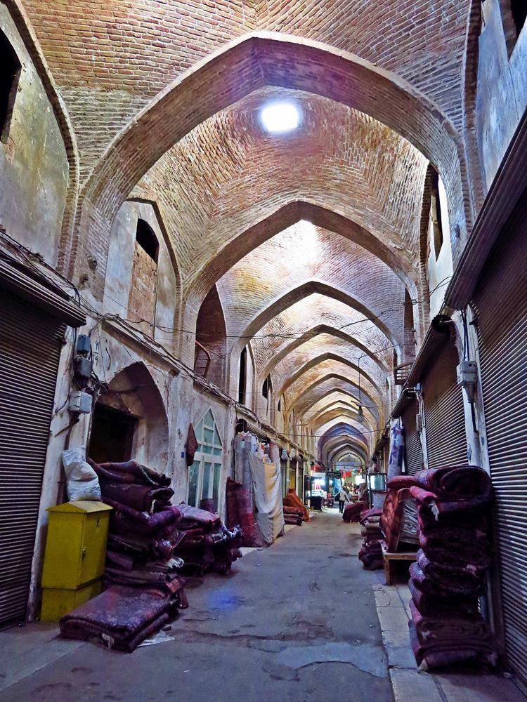 Teppichabteilung auf dem Markt von Qazvin