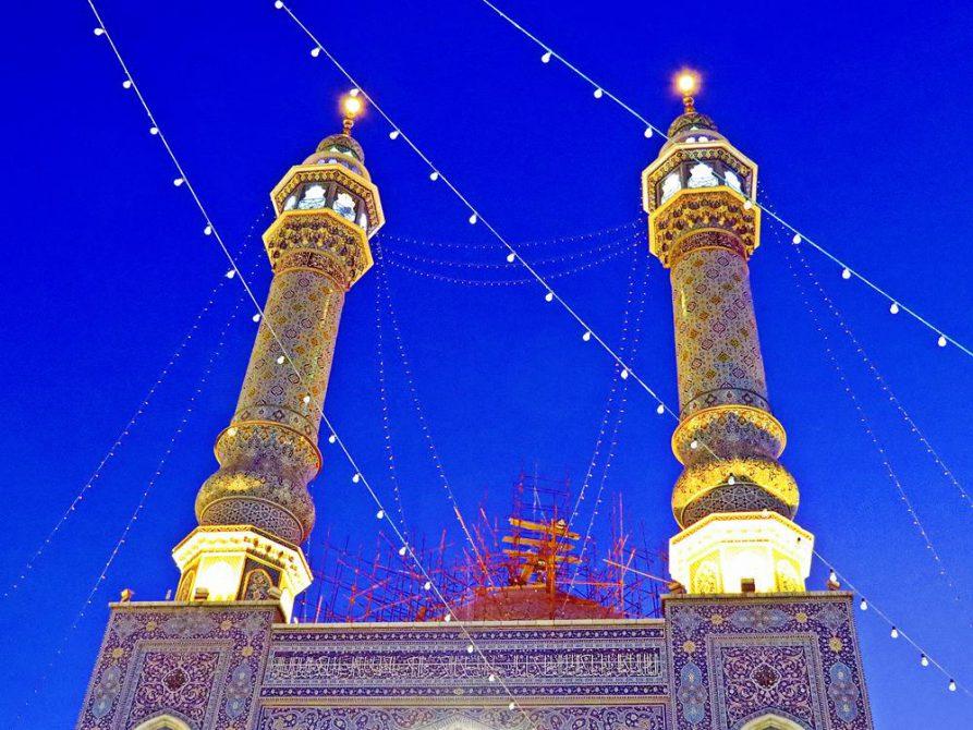 funkelnde Minarette des Hazrat-e Masumeh