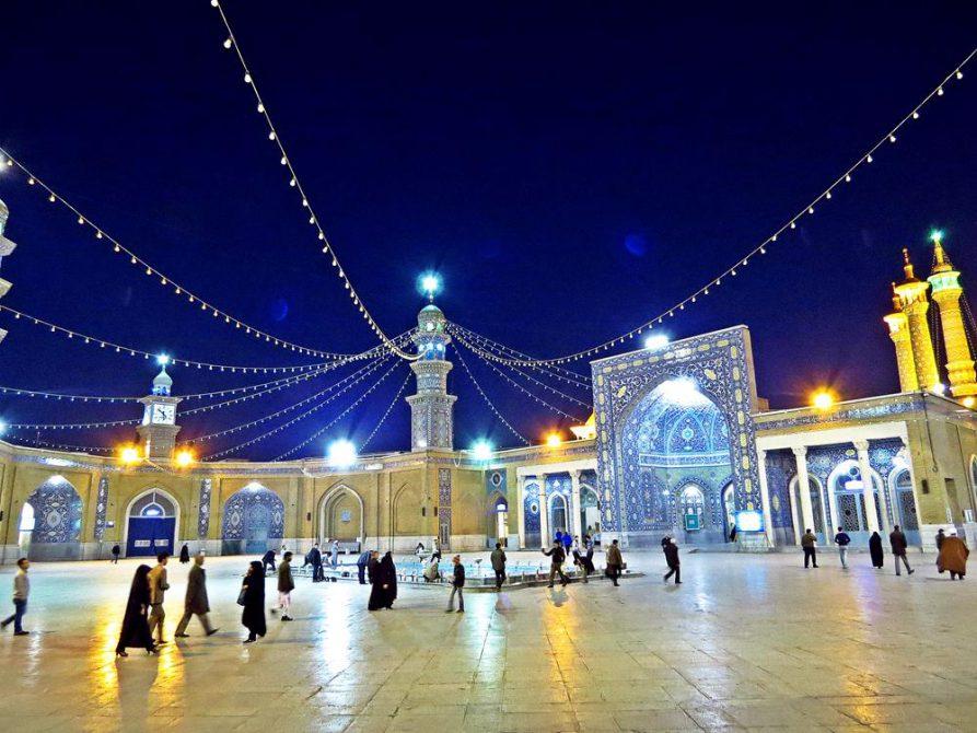 Gläubige auf dem Weg zum Gebet, Ghom, Iran