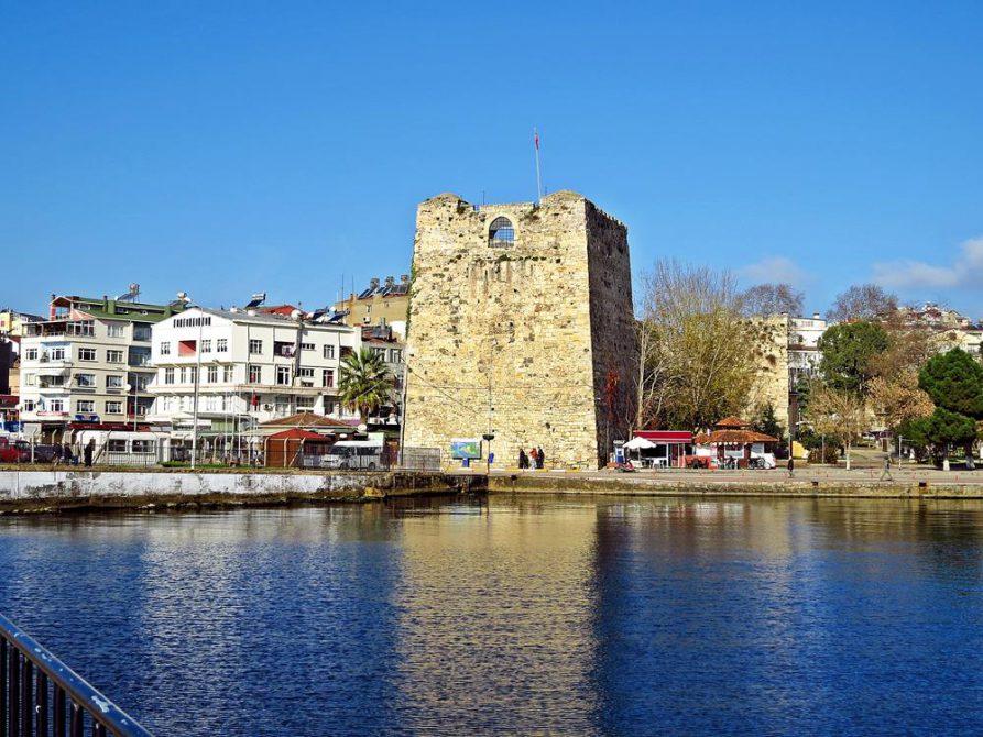 Wachturm der alten Stadtmauer in Sinop
