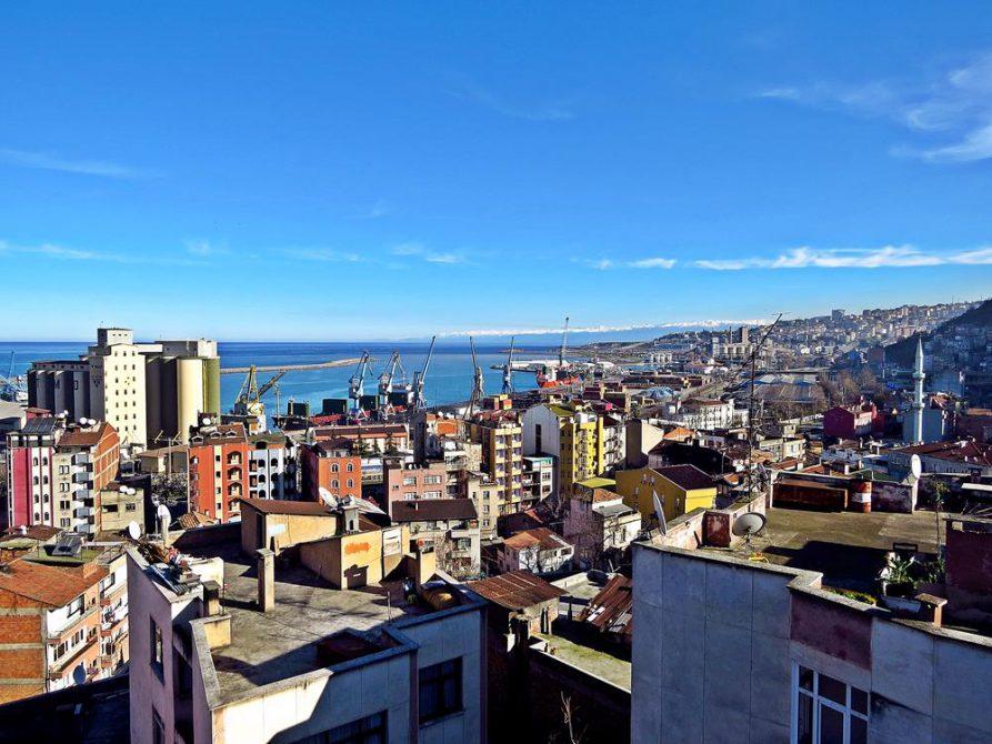Blick auf den Hafen von Trabzon am Schwarzen Meer