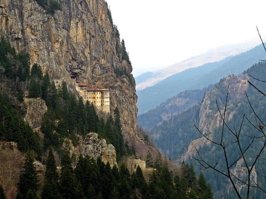 Sumela Kloster mit beeindruckende Lage an der Felswand