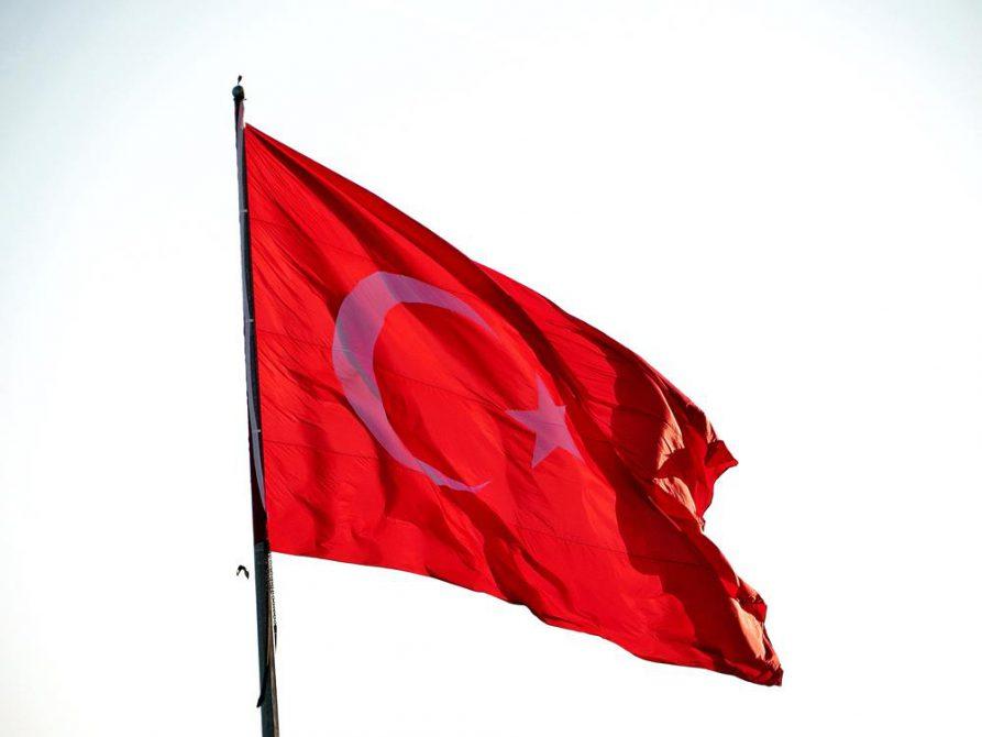 die türkische Flagge im Wind