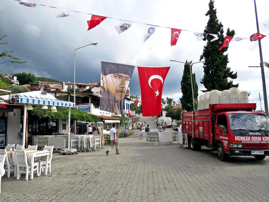 Atatürkportrait als Flagge