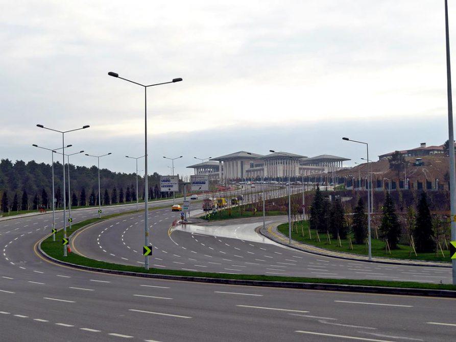 ungenutzte Schnellstraße führt zum Präsidentenpalast in Ankara