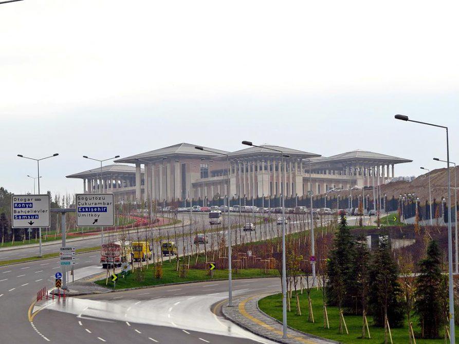 Präsidentenpalast Aksaray im Naturschutzgebiet