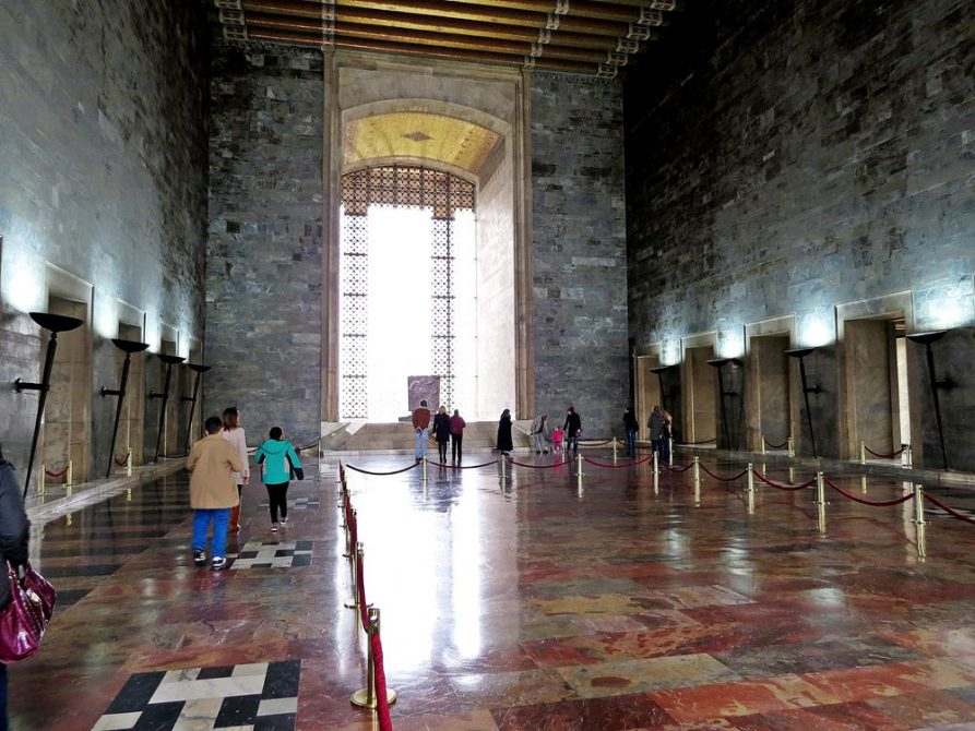 im Inneren des Mausoleums