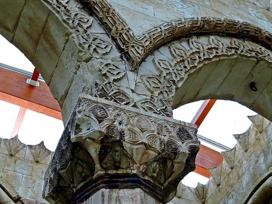 Säulenkapitelle im Ishak-Pascha-Palast, Doğubeyazıt