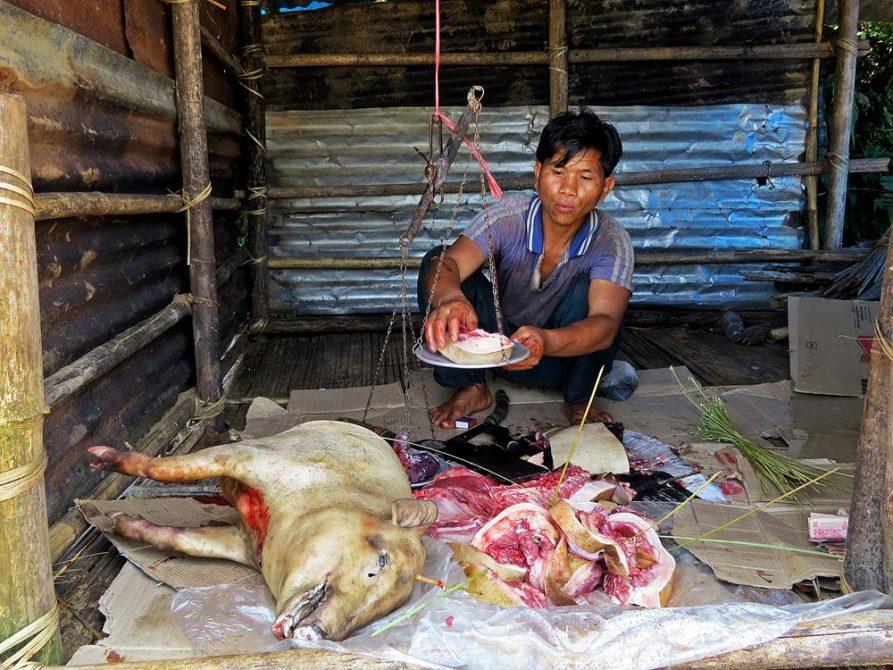 Fleischer in Kongthong, Meghalaya, Indien