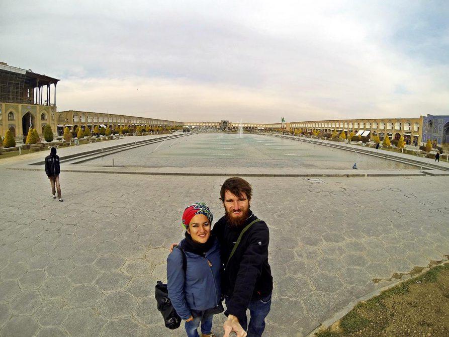 Paar auf dem historischen Naqsh-e Jahan, Isfahan, Iran