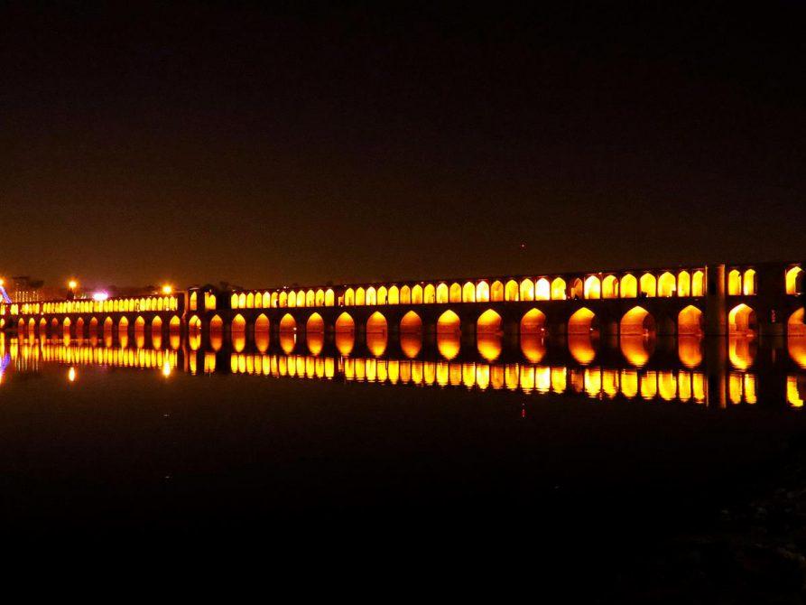 nächtlicher Blick auf die Brücke Si-o-Seh, Iran