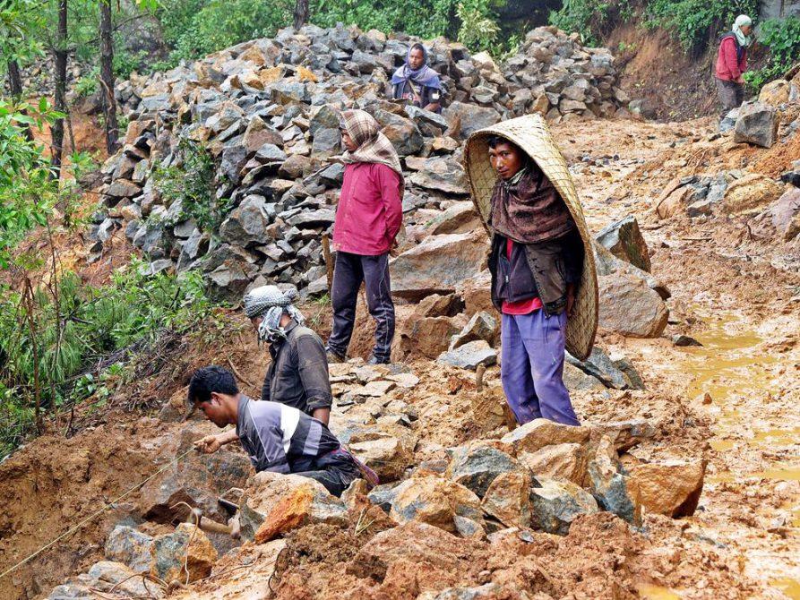 Straßenbau in Meghalaya, im abgelegenen Nordosten Indiens