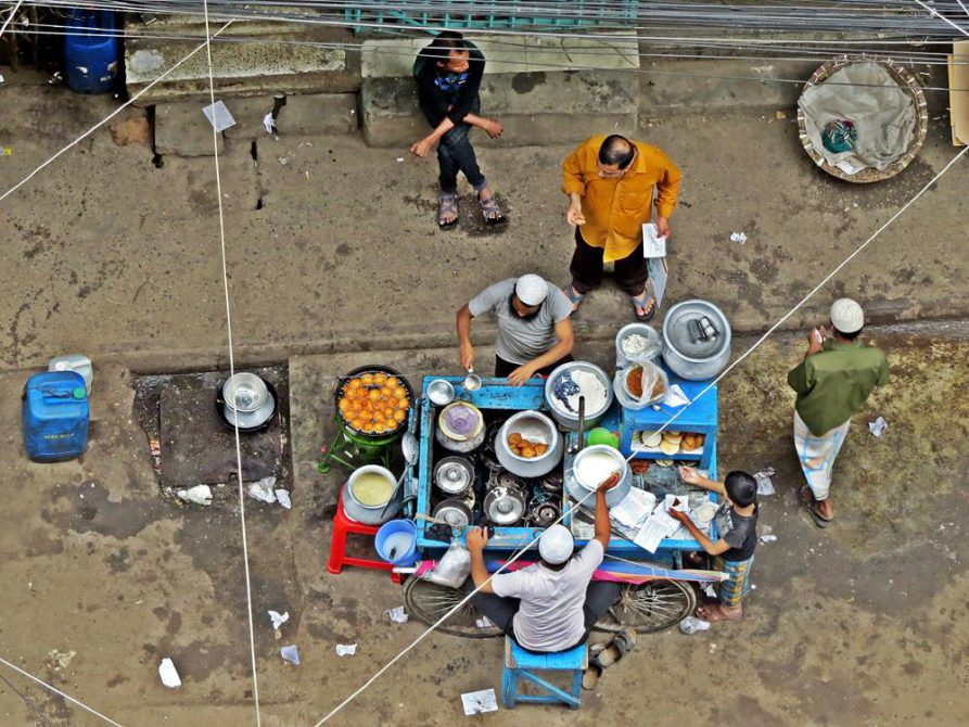 Streetfood-Verkäufer in Dhaka, Bangladesch