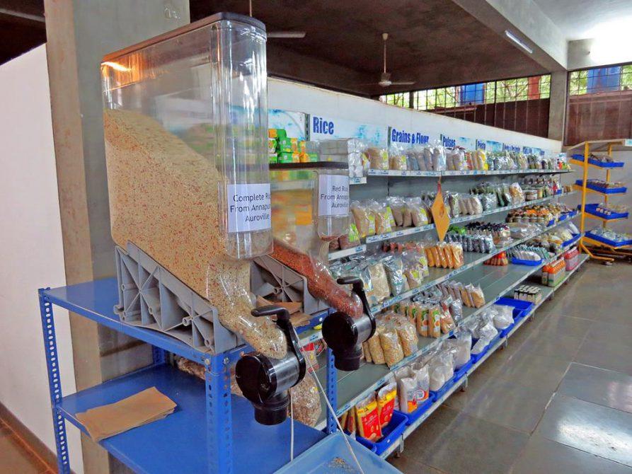 Müsli zum Abfüllen im Auroville-Supermarkt Pour tous