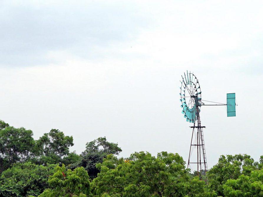Winrad über dem Wald von Auroville, Solitude Farm