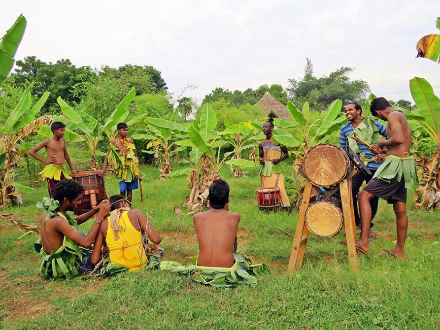 Auroville, Trommeln