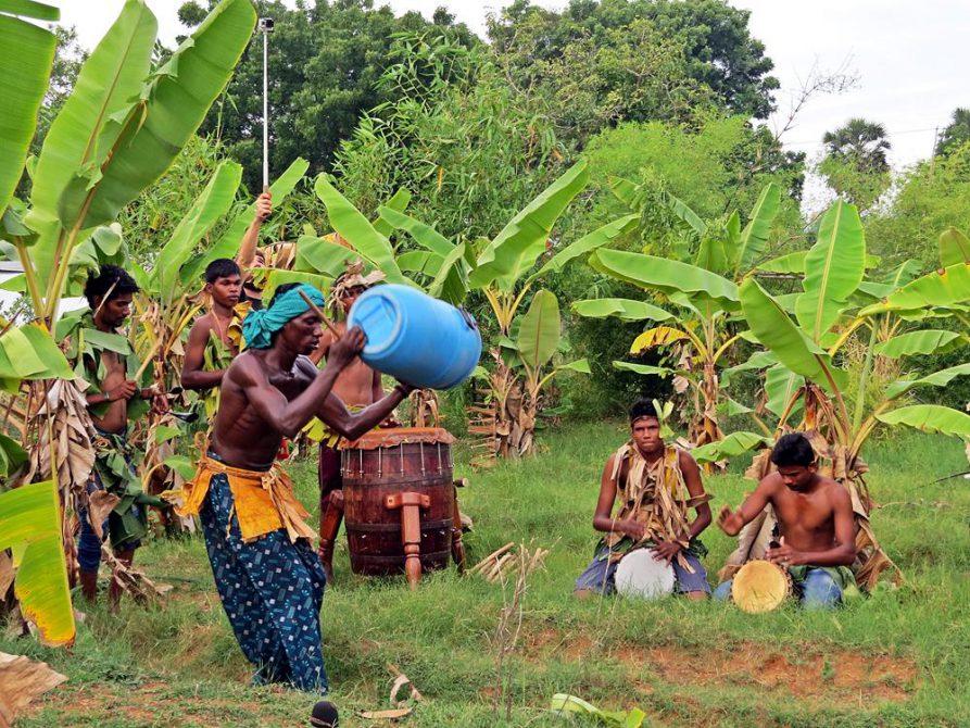 Trommelsession irgendwo in der Wildnis von Auroville
