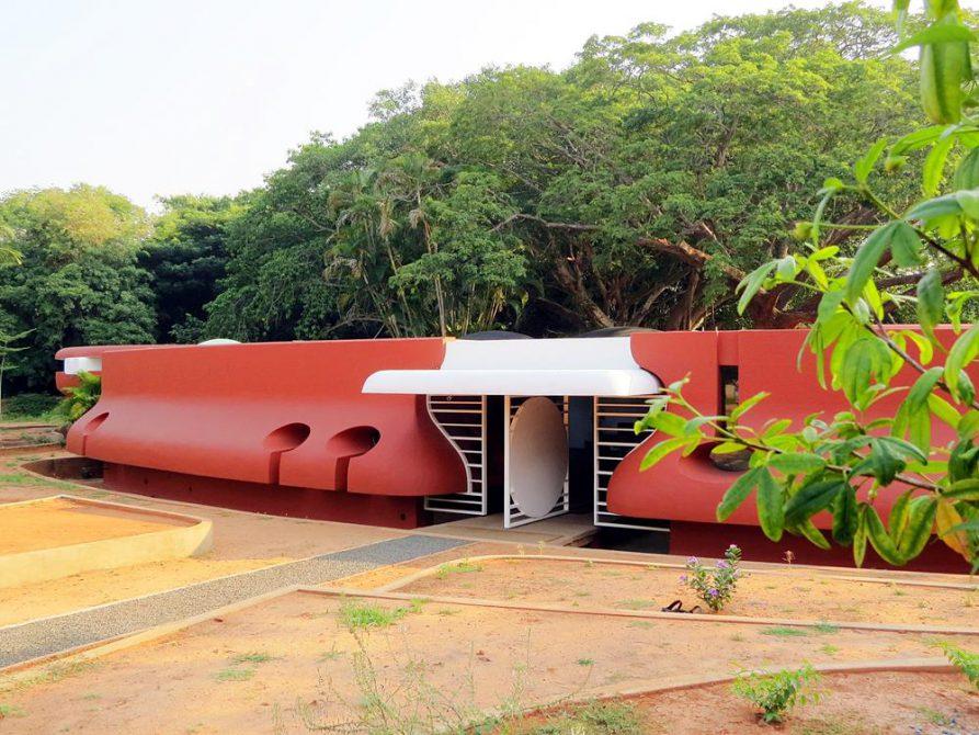 futuristische Architektur in Auroville, Schulgebäude