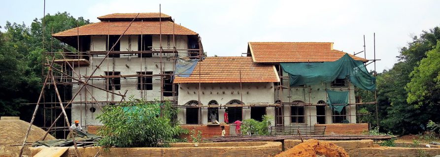 Auroville: Nachhaltiger Hausbau in Sacred Groves