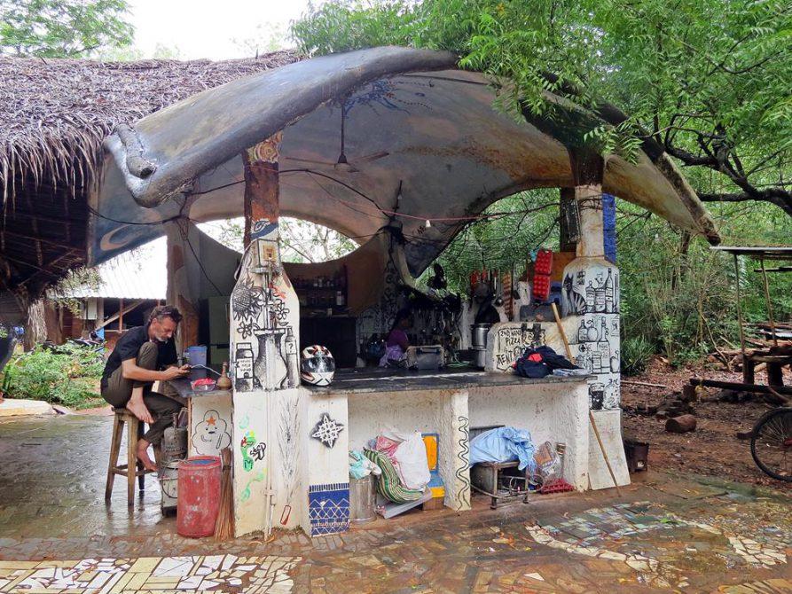 offene Gemeinschaftsküche im Youth Centre, Auroville