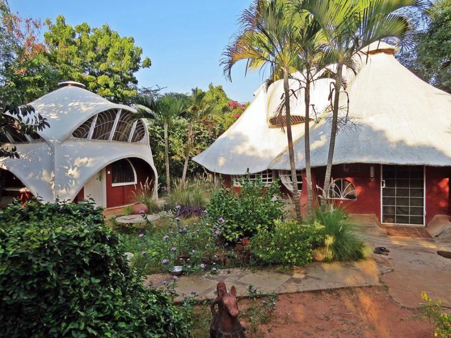in der Community Ami in Auroville sehen Häuser wie Pilze aus