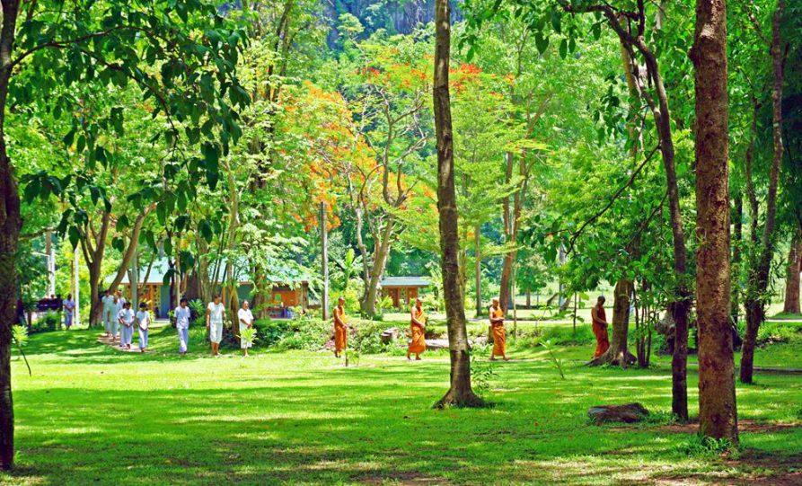 Meditation im Waldkloster Wat Pa Tam Wua, Thailand