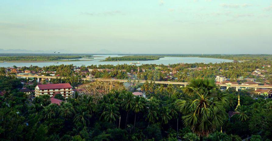 tropischer Ausblick über Mawlamyine, Myanmar