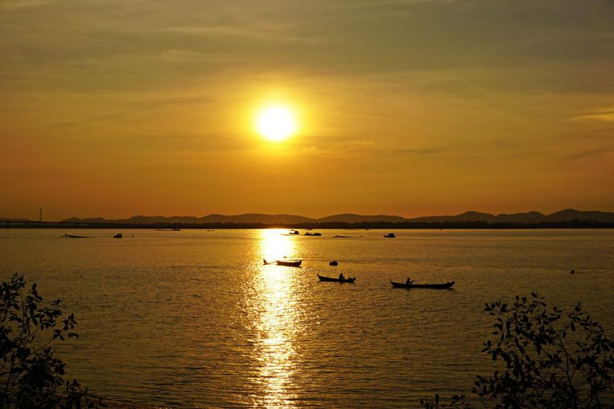 Sonnenuntergang über dem Thanlwin