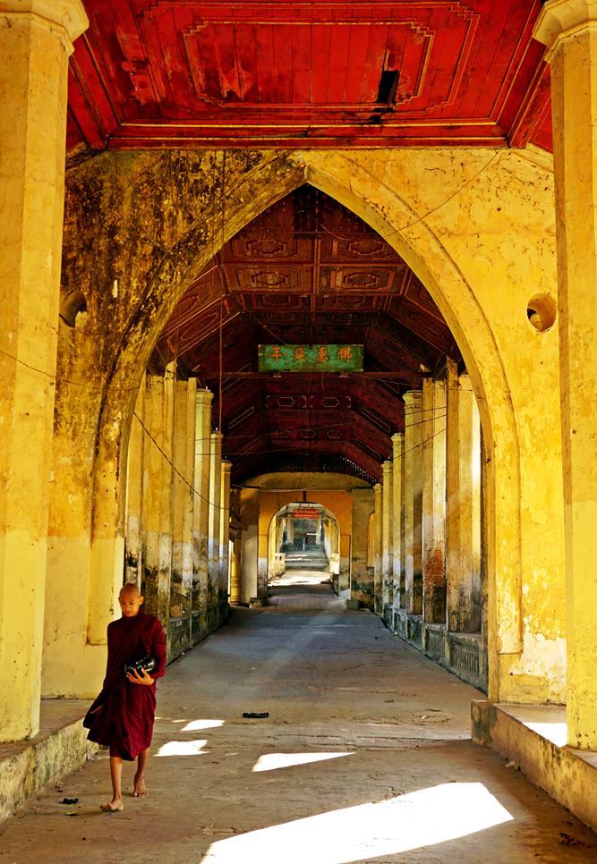 Klostergang am Morgen im Seindon Mibaya Kloster